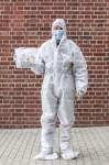 AGENCJA SITEPROMOTION - Wroclaw 25.05.2020SPEEDWAY EKSTRALIGA ZUZLOWA ZUZEL Testy na obecnosc koronawirusa POLISH LEAGUE SPEEDWAY Coronavirus tests , SARS COV 2 , COVID 19NZ Komisarz sanitarny przygotowany do akcji pobierania materialu do badania , kombinezon , maska , rekawiczki , suit , mask , glovesFOT. WOJCIECH TARCHALSKI / Superstar.com.pl