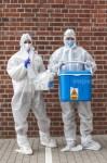 AGENCJA SITEPROMOTION - Wroclaw 25.05.2020SPEEDWAY EKSTRALIGA ZUZLOWA ZUZEL Testy na obecnosc koronawirusa POLISH LEAGUE SPEEDWAY Coronavirus tests , SARS COV 2 , COVID 19NZ Laborantka oraz komisarz sanitarny przed akcja pobierania materialu do badania na obecnosc koronawirusa , kombinezon , maska , rekawiczki , suit , mask , glovesFOT. WOJCIECH TARCHALSKI / Superstar.com.pl